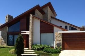 fachada-pedra-madeira